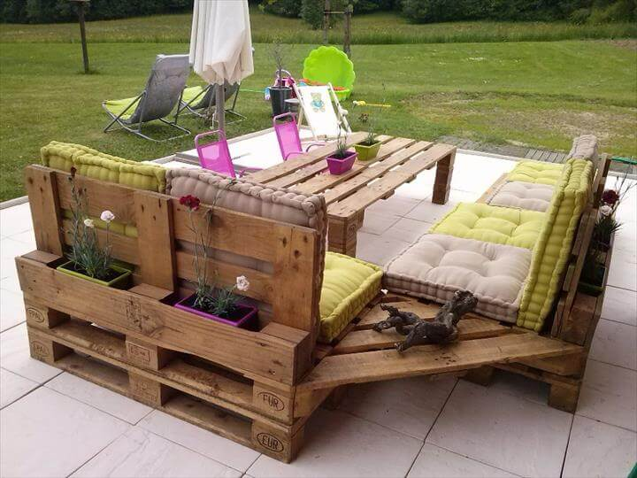 garden furniture made of wooden pallets