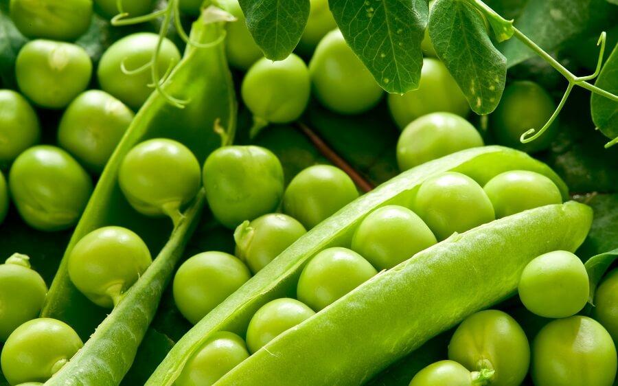 bunch of green peas