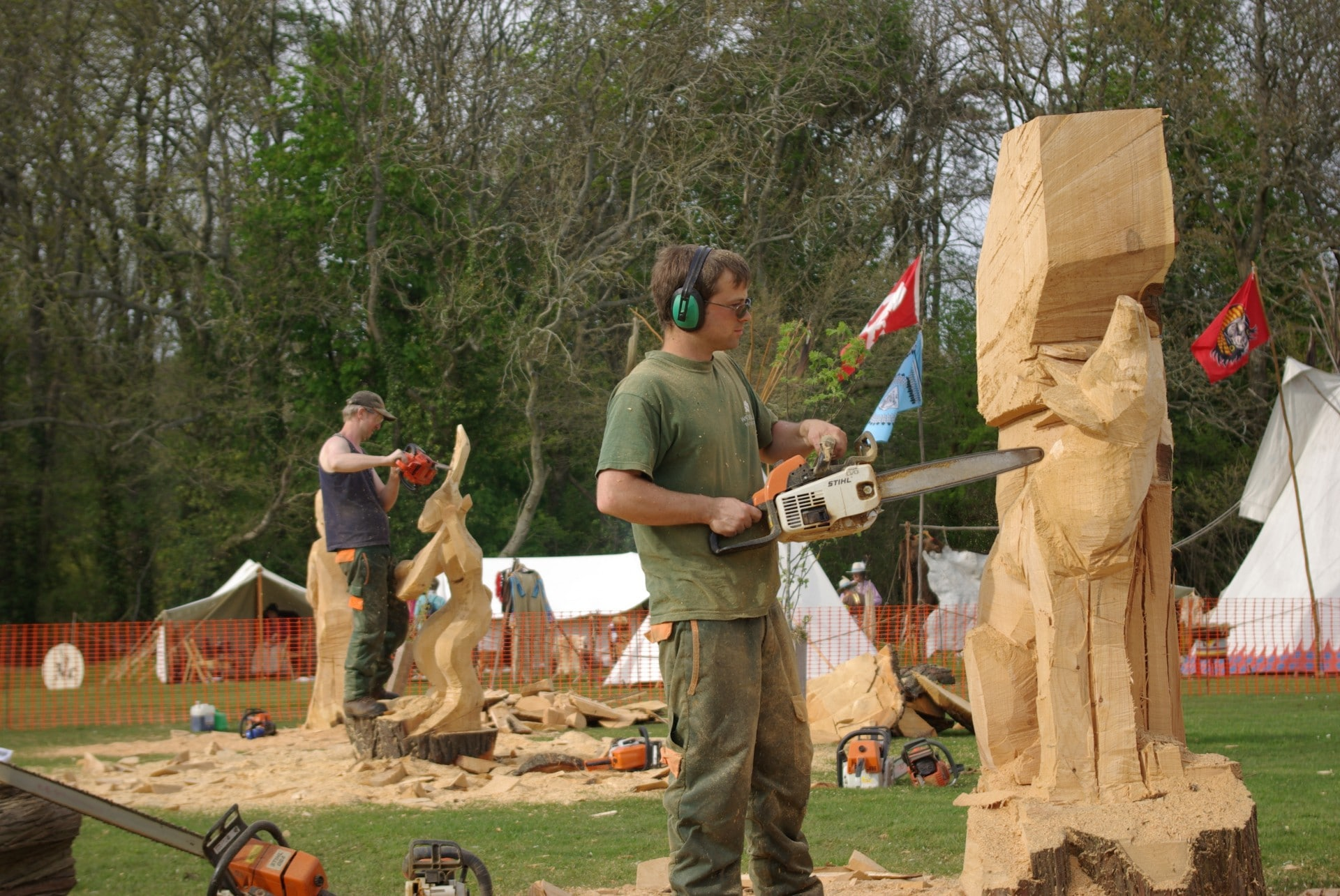 chainsaw carving art, chainsaw