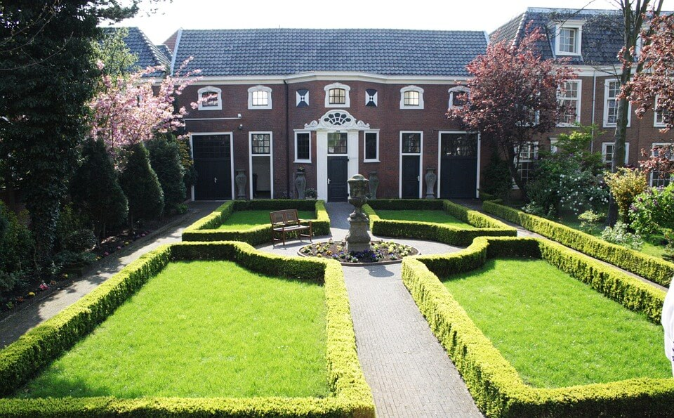 Lawn in the front of the mansion