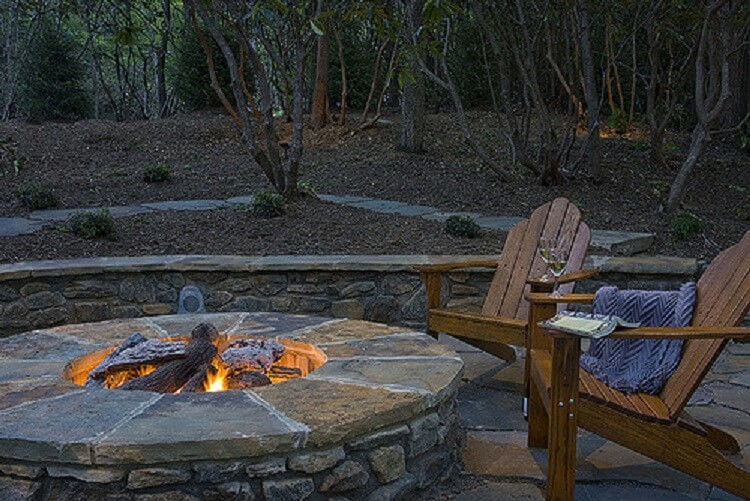 Round and cozy fire pit