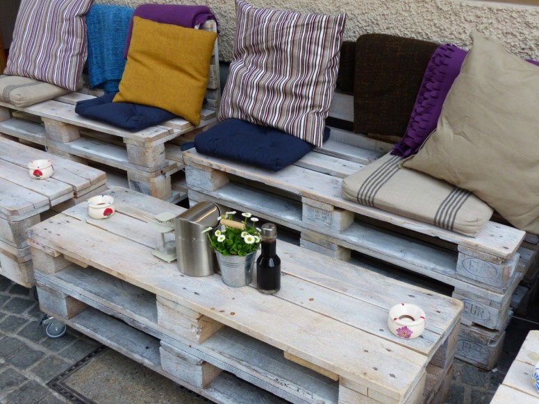 DIY pallet patio furniture french cafe style