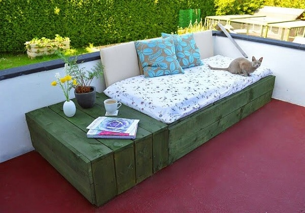 DIY pallet patio furniture day bed