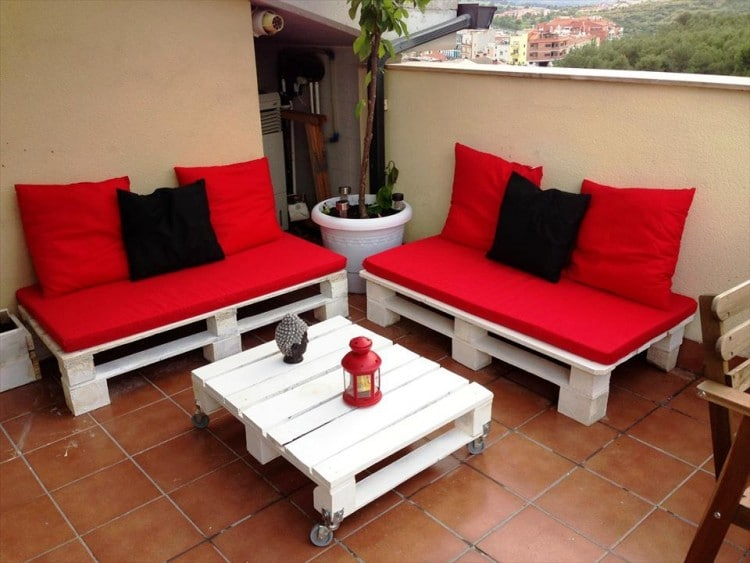 DIY pallet patio furniture in white and red