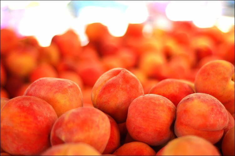 Peaches placed in a mound