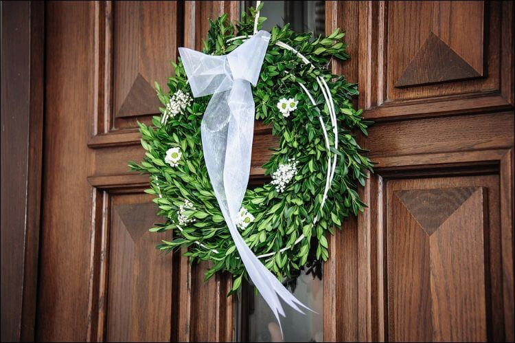 Simple wedding wreath with greenery and white flowers