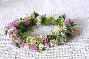 Small and simple wedding wreath with field flowers