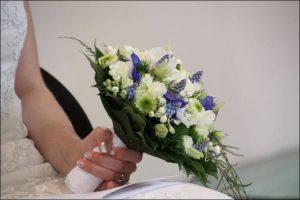 Lavender wedding ideas bride's bouquet