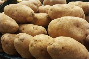 Close up of a white potatoes mound