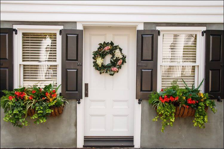 outside Christmas decoration ideas door wreath and window flower pots