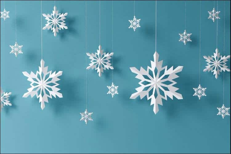 outside Christmas decoration ideas paper snowflakes
