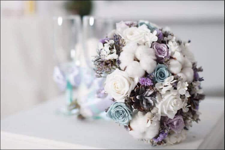 winter wedding ideas white and purple wedding bouquet