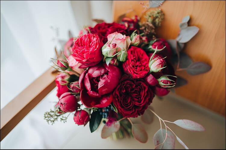 winter wedding bouquet ideas bright colors bouquet