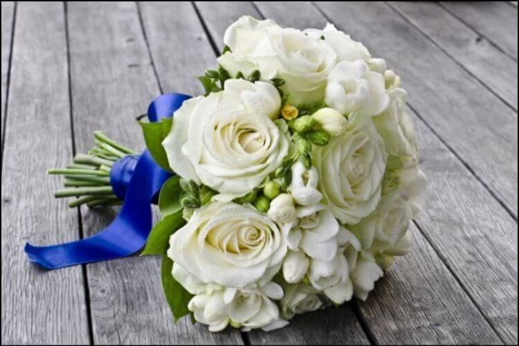 December wedding flowers white and green bouquet