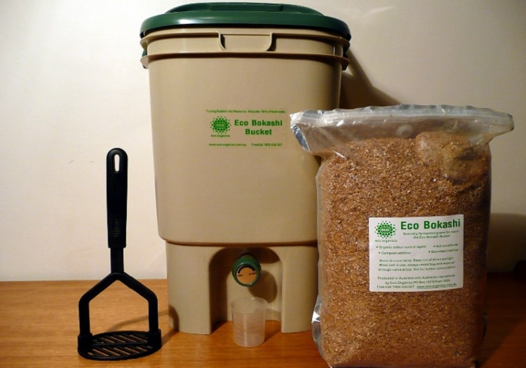 Bokashi set with bin, bran, and spatula