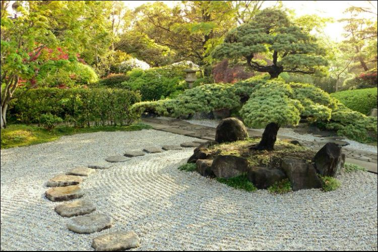 landscaping with boulders stepping stones