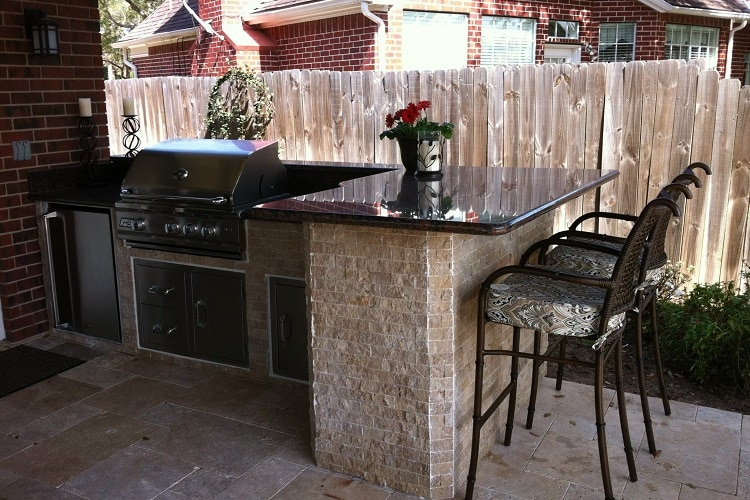 Outdoor kitchen design featuring smooth surfaces and stoneware