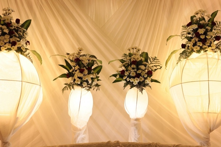 Wedding arrangement with white flowers placed in paper vases