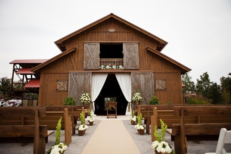How To Plan A Beautiful Barn Wedding Helpful Ideas And Tips
