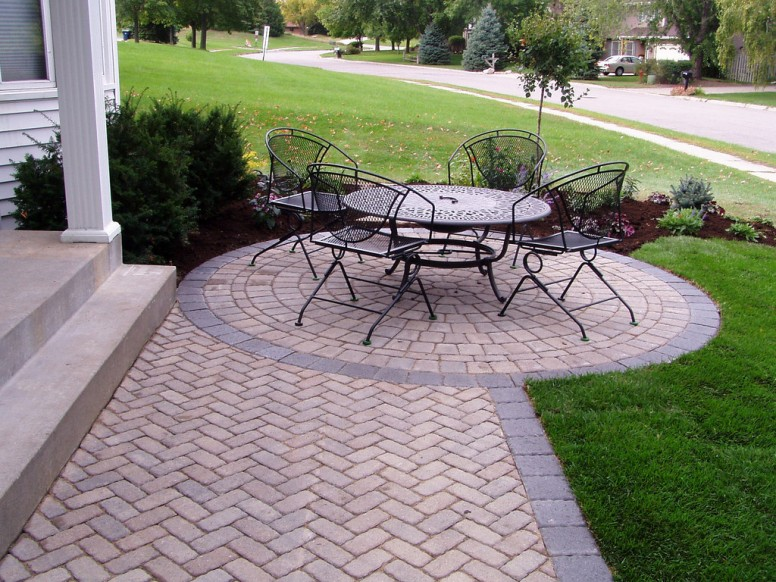 Tips and Tricks for Laying an Outdoor Brick Patio on Small Backyard Brick Patio Ideas id=70593