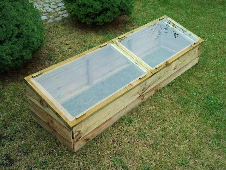 cold frame, what is a cold frame, cold frame gardening, cold frame greenhouse, winter cold frame gardening, diy cold frame, how to build a cold frame, building a cold frame, diy greenhouse, greenhouse frame, build your own greenhouse, building a cold frame mini greenhouse